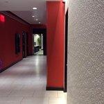 lobby acesso ao elevador, banheiro, academia e no final salao do cafe