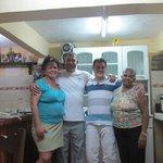 Con Belkis, Ernesto y la Abuela