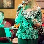 Carole Crawford sings jazz favorites at DK's on Wednesday nights