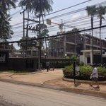 Через дорогу строится корпус другого отеля