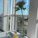 На завтраке -шикарный вид из окна