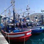 порт, откуда ходят паромы и где можно купить живую рыбку