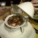 porcino grigliato, finferli spadellati con crostini di pane in crema di casolet e tartufo bianco