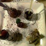 dolci: mousse cioccolato&rosmarino, liquore al ciocc,panna cotta con ciocc,salame con crema vani