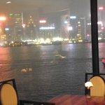 vue sur le port , le soir