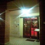 l'ingresso del locale sotto i portici di largo Favino
