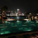 プールサイド夜