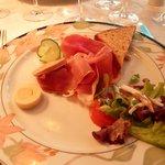 entrée : jambon cru et tranche de foie gras