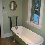 4 Piece bathroom shared with twin bed room