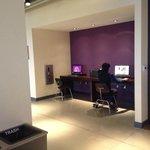 小さいけどビジネスセンターで、PCとインターネットが利用できる