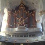 Величественный орган