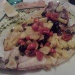 Branzino con pomodorini, olive, capperi, patate