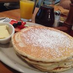 Buttermilk pancakes con frutta fresca