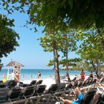 spiaggia fronte resort