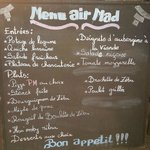 "Menu ""Air Mad"" tout un symbole. Semble correct mais attention aux intestins !"