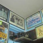 La paredes decoradas con postres de los Beatles y Marilina Ross