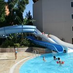 Бассейн с водяными горками отеля Club Bella Sun Hotel