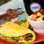 Omelet with bacon and fruit