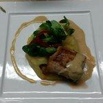 assiette d'un mignon de porc au chorizo sauce roquefort . Viande très tendre et exquise . En plu
