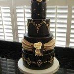 An absolutely elegant wedding cake