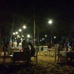 Restaurant le soir sur la plage