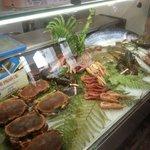 Ottimo pesce freschissimo passione del proprietario gentile ed alla mano unico neo un paese che