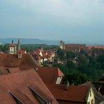 Vue sur les toits de la ville et les environs