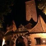 La porte sud de la ville flanquée de la tour