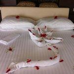 Dagligen romantiskt dekorerad säng
