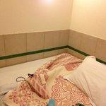 Плитка вокруг постели