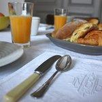 Le petit déjeuner dans le salon