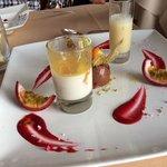 Desert 2: Zitronengras-Panna-Cotta mit Passionfruchtsauce