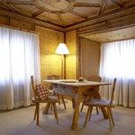 Zimmer im Haupthaus mit Engadiner Ambiente