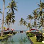Aussicht auf den Pool und Hotelgelände