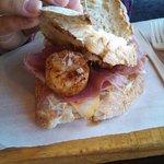 Scallop sandwich with pear and prosciutto, amazing!