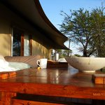 Le café du matin sur la terrasse de notre tente