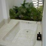 Outdoor bath (room 101, suite)