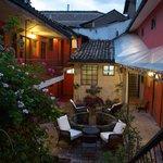 Nuestro hotel cuenta con un patio central, donde usted puede tomar el sol, dar lectura y relajar