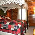 Queen bedroom in Main Lodge