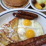 Plat + Pancakes + Fruits de saison.