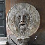 Bocca della Verità, tampa de bueiro bastante comum na Roma Antiga