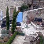 vue de la chapelle sur le jardinet