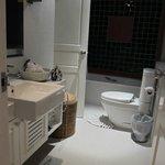 ห้องน้ำห้องที่ 2 มีอ่างอาบน้ำ