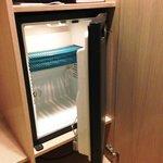 冷蔵庫には何も入っていません
