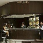 Bar Trent Jones