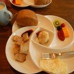 早餐非常豐盛,那蘿蔔糕太贊了!每天會更換當中的幾樣菜色。
