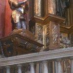 Imagen del Gran Capitan en el retablo principal