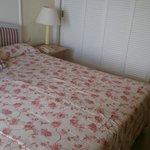 cama enorme y cómoda