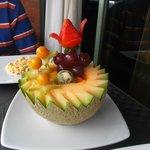 Hermoso  arreglo de frutas  para  el desayuno !!!