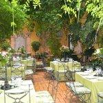 El Patio de Guadalquivir en tonos pistacho.
